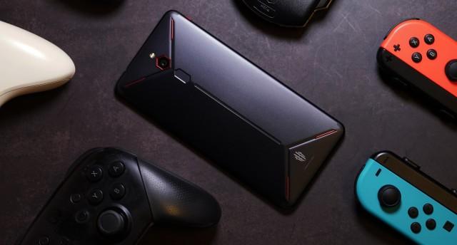 """""""四指操作""""的电竞手机,性能强悍游戏体验出众!"""