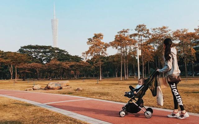 能单手折叠的婴儿车,宝妈带娃出行省心省力 — 美国如宝 Ballet 便携推车评测 | 视频