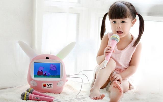 呆萌可爱乐源早教机,3岁萌娃照样流畅操作 | 视频