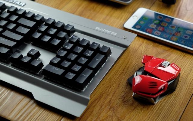 除尘方块轴体,纳米防水还能防身—映泰机械键盘GK30测评 | 视频