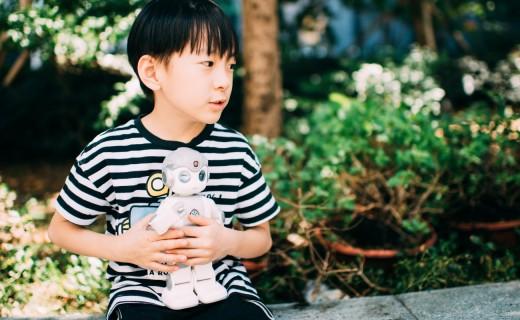 孩子的最佳拍档,灵动可爱的优必选悟空机器人