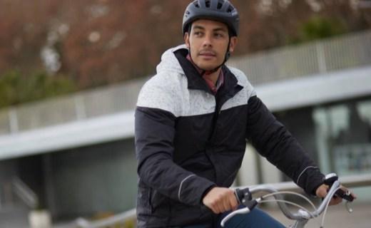 迪卡侬骑行夹克 :涂层面料防风防雨,反光设计夜骑更安全