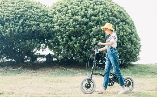 时尚轻便的电单车,舒服省力少女都爱骑它去郊游