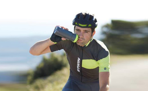 迪卡侬运动水壶:实用咬嘴舒适饮水,专为运动人士设计
