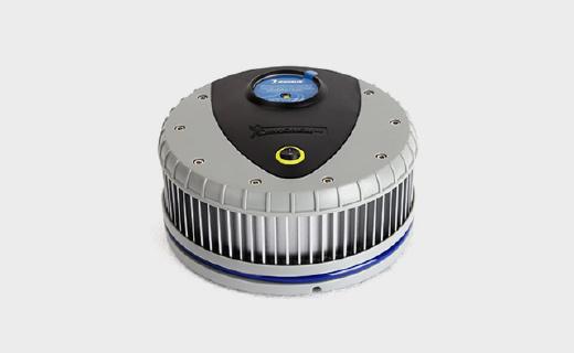 米其林充气泵:可预设胎压,自带照明夜晚也能用