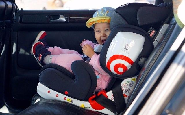躺卧自由调节,宝贝乘车出行安全保障 — 猫头鹰超级哈利安全座椅评测