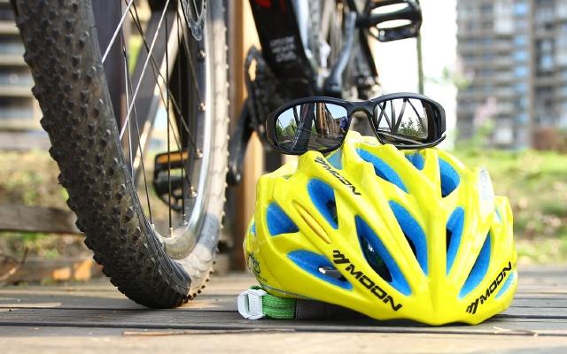 视频 | 我骑了8年自行车,为啥?#30475;味?#35201;戴运动眼镜