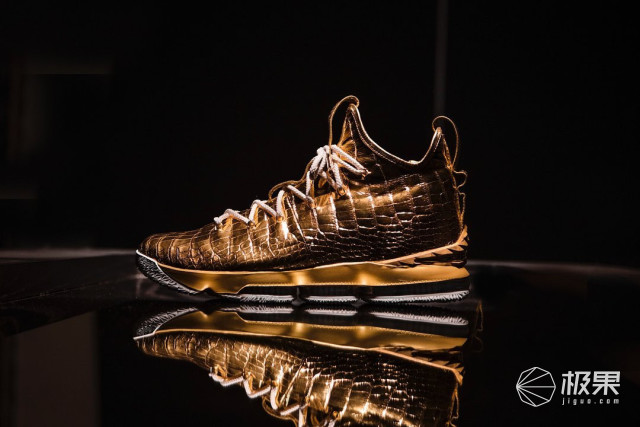 球鞋也能镀金?!10万刀的NikeLeBron15客制款你见过没?