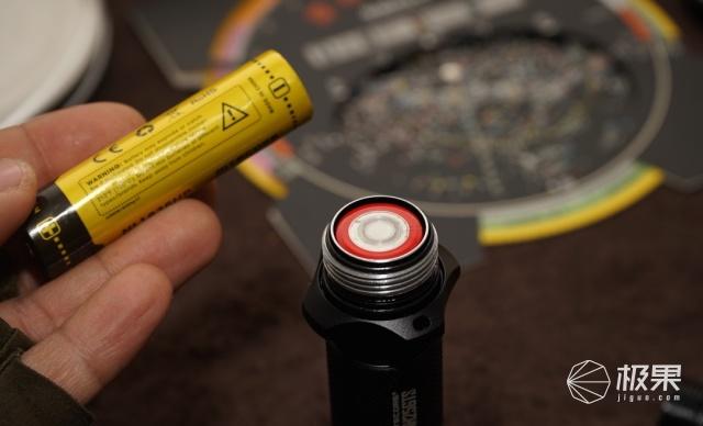 奈特科尔强光手电评测,五档调光不闪频,近场明亮远射棒