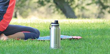 TakeyaThermoflask保温杯:双层真空杯壁,可24小时保冷