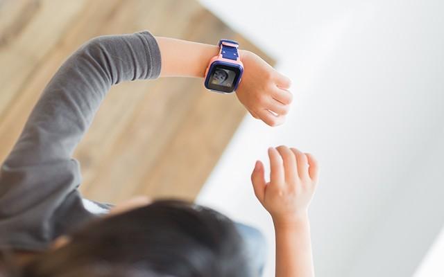 一个可以聊天可以拍照的儿童手表