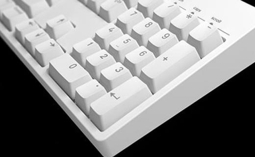 ikbc c104机械键盘:纯白性冷淡风格,cherry轴体手感超爽