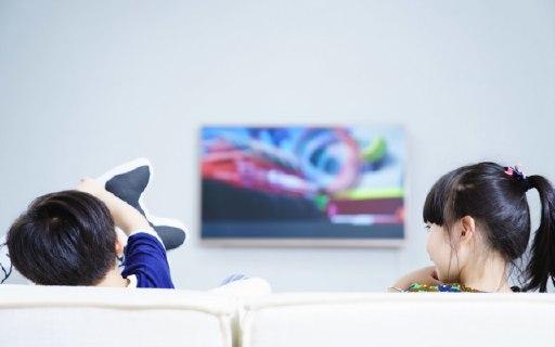 看萌娃如何用一台酷开防蓝光教育电视机抱得美人归!