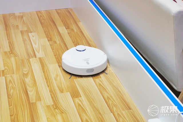 岚豹扫地机器人亮相CESA:能定位、吸力大、APP贴心