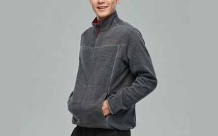 迪卡侬冲锋衣内胆:高蓬度纤毛保暖御寒,布料轻盈透气