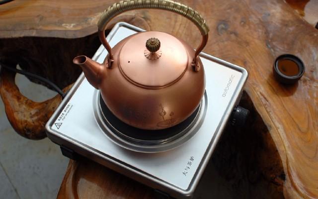 品茶不止要看汤色,还有大与茶胪赋予的温度!