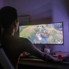 显示器也玩全面屏,玩游戏像开挂,三星21:9超宽曲面屏体验