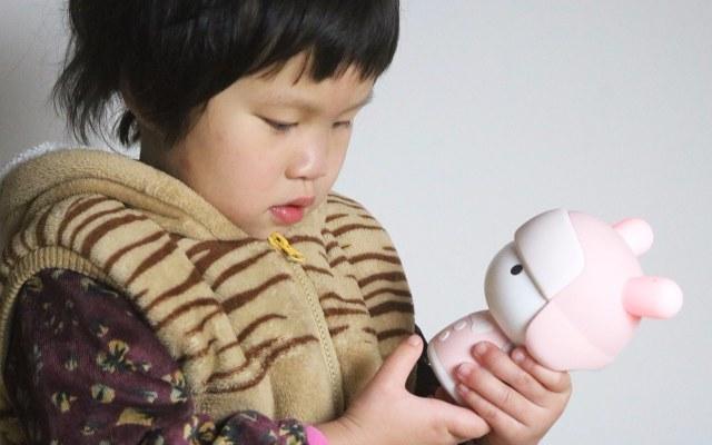 你家宝宝最爱的玩具上线了,米兔故事机mini上手体验 | 视频