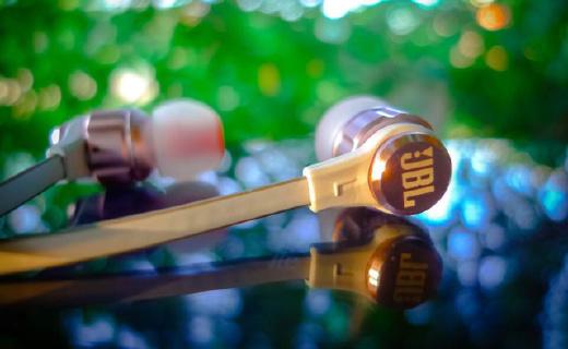 JBL T180A入耳式耳机:9mm驱动单元,三频衔接均衡出色