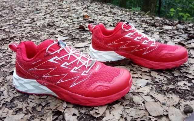 越野赛上的一抹红,做跑道上最红的星,探路者大红PAO-F1越野跑鞋体验