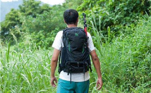舒适排汗的轻量登山包,登山徒步再也不会汗流浃背