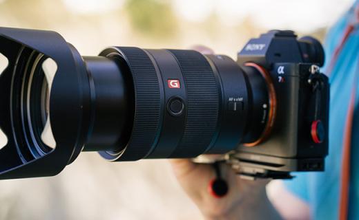 索尼FE24-70GM镜头:索尼微单标变镜皇,F2.8恒定光变全开即锐