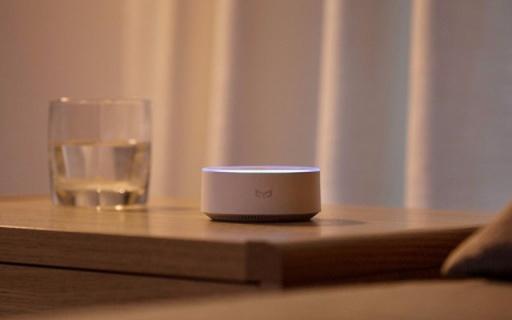 巴掌大的AI盒子,让你动动嘴就能控制整个家 — Yeelight语音助手评测   视频