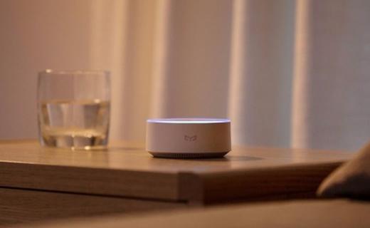 巴掌大的AI盒子,让你动动嘴就能控制整个家 — Yeelight语音助手评测 | 视频