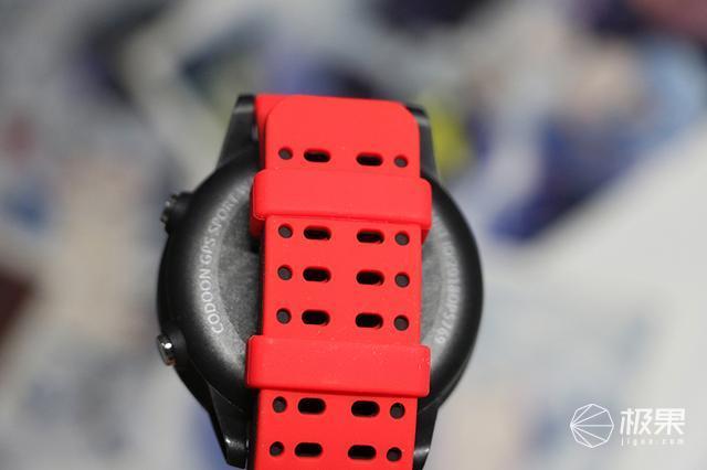 内置双GPS定位,实时测心率,可测血压血氧,咕咚S1体验