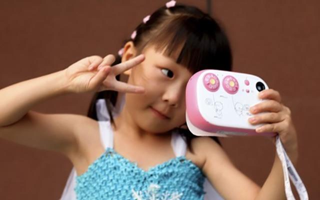 女儿的自拍启蒙 - 小鸡彩虹comicam儿童拍立得相机体验