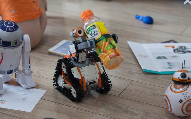 自从玩了这编程机器人,小朋友扔了手中的乐高