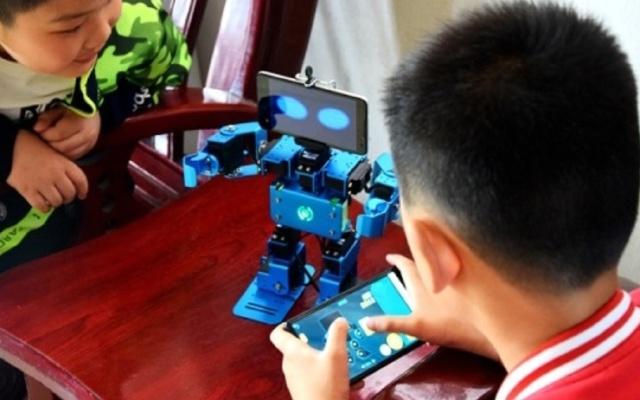 """视频   多模式编程机器人,""""程序猿""""培养从小抓起"""