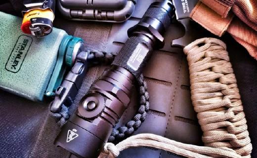 《生化?;?6》都在用的战术手电,防水耐造,户外防身照明标配