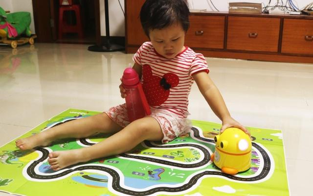给孩子不一样的智能玩具,蛋仔儿童早教机评测 | 视频
