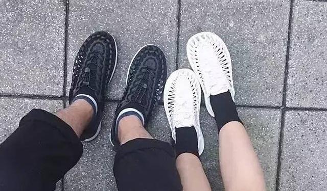 脚上的比基尼 | 这些凉鞋可能会风靡2017的夏天