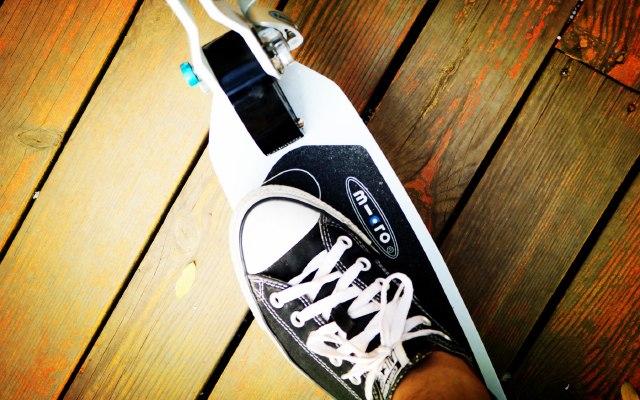 micro成人滑板车体验:最后两公里的刷街神器 | 视频