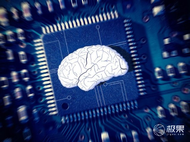 日网友推出鱼大脑U盘:内嵌小鱼,可写入32GB资料!