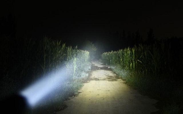 旋转调焦易操作,晚上走路不抓瞎,KLARUS凯瑞兹 FX10体验