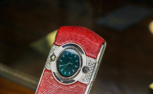 8848又炸天了!发布3万元鳄鱼皮手机:镶20多颗钻还送一块表