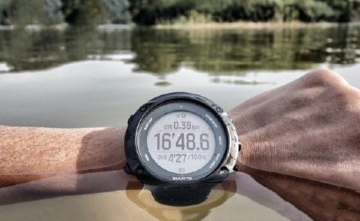 颂拓拓野3智能手表:内置GPS和速度监测,夜跑科学又健康