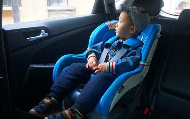 专业保护 自由调节,让车里的孩子安全无忧 — 狮子王儿童车用安全座椅测评 | 视频