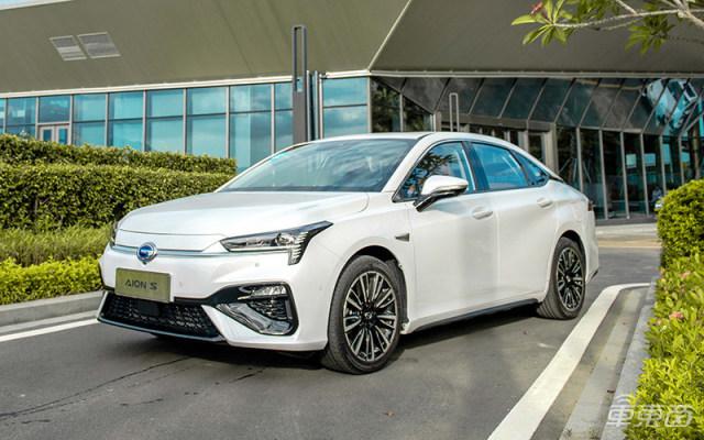 智东西晚报:特斯拉Q2交付汽车9万辆 超市场预期 首部网约车和顺风车安全团体标准发布