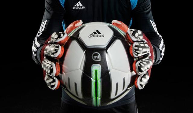 有了这只智能神球,国足应该能进世界杯了吧—Adidas Smart Ball
