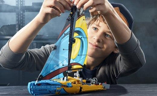 乐高42074机械组系列赛艇:细节丰富逼真度高,二合一模型可玩性强