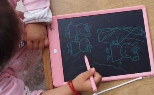 绘画写字不伤眼,环保健康一键删,绘特美液晶手写板体验