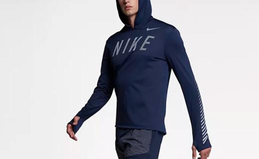 耐克反光跑步连帽衫:速干面料柔软触感,反光涂层夜跑更安心