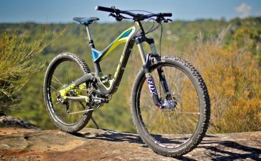 GT Expert自行车:禧玛诺多级变速,阳铝合金车架轻质稳固