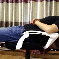 黑白调电脑椅体验:不仅能坐,还能舒服后躺,这才是办公室标配!