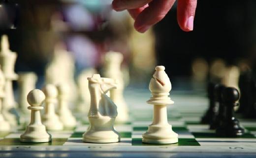 先行者国际象棋:磁性棋子,可折叠棋盘,携带使用都更加舒适