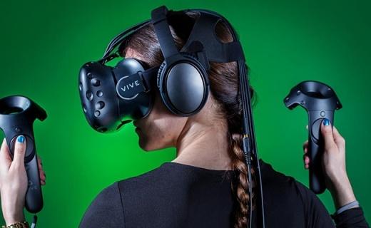 HTC Vive VR设备:360°移动追踪,专用手柄模拟更逼真